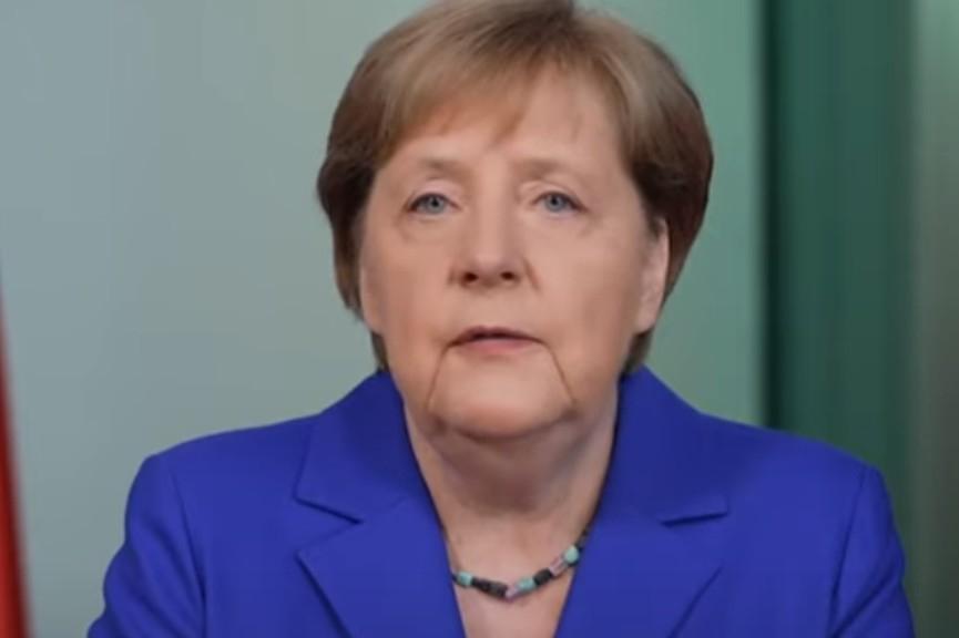 Merkelová volala Putinovi, omluvila se za utrpení rozpoutané Němci